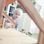 """""""Ich spiele mit dem Puppenhaus"""""""