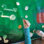 Kinder malen, basteln, Weihnachten, Tannenbaum