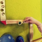 Löffelgolf, Kind mit Murmel-Parcours