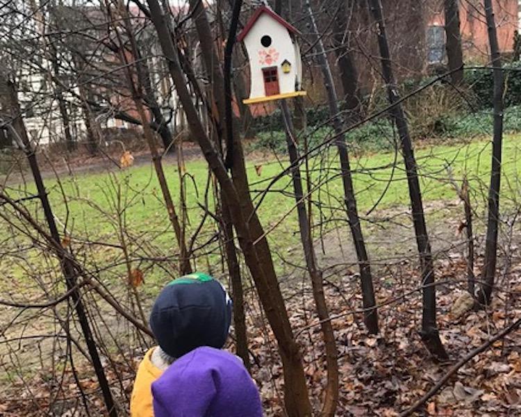 Vogelhäuschen, Spielplatz, Blick auf die Wandse